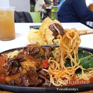 Foto 2 - Makanan di YamMie Hotplate oleh Yona dan Mute • @duolemak