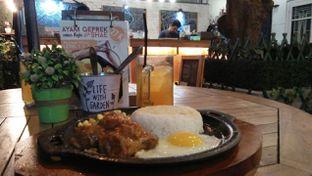 Foto 2 - Makanan(American style hot wings with rice) di Shae Cafe and Eatery oleh dinaaraisa