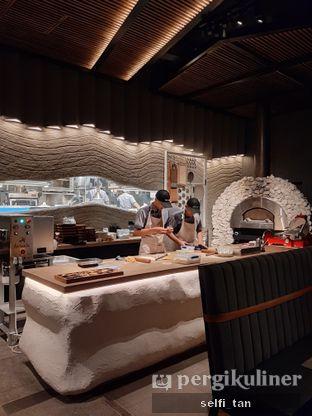 Foto 7 - Interior di Animale Restaurant oleh Selfi Tan