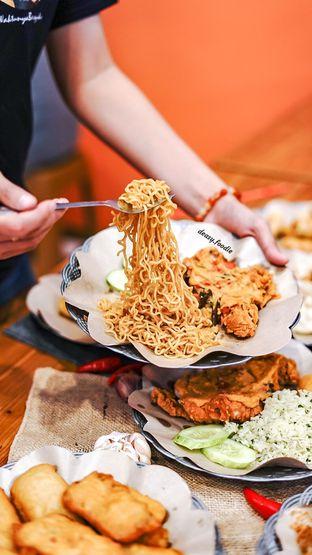 Foto 4 - Makanan di Geprek Gold Chick oleh deasy foodie