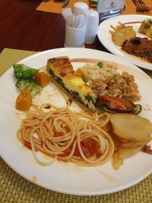 Foto 2 - Makanan di Bogor Cafe - Hotel Borobudur oleh shinta jajan