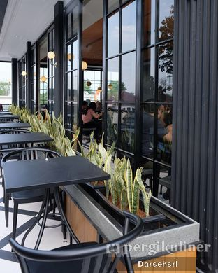 Foto 7 - Interior di Starbucks Reserve oleh Darsehsri Handayani