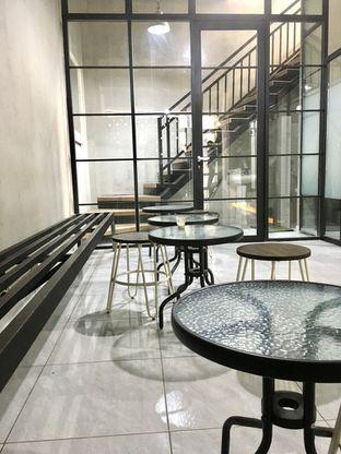 Foto 8 - Interior di Meneed Coffee Cuts oleh Prido ZH
