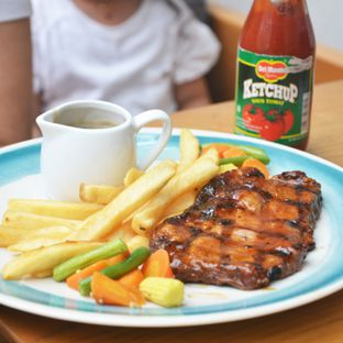 Foto 3 - Makanan(Sirloin Steak) di Jardin oleh Desanggi  Ritzky Aditya