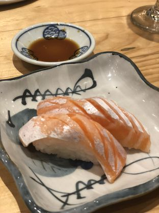 Foto 5 - Makanan(Salmon Sushi) di Nama Sushi by Sushi Masa oleh YSfoodspottings