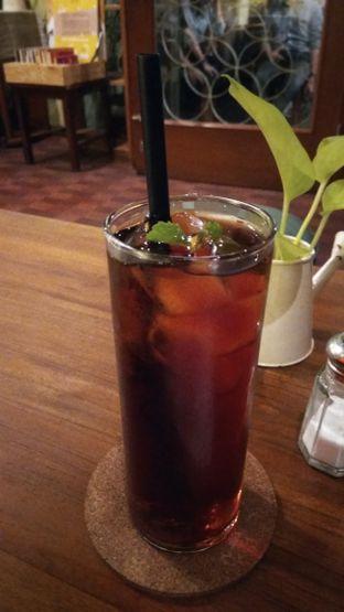 Foto 3 - Makanan(Regular Black Tea (IDR 20k)) di Toodz House oleh Renodaneswara @caesarinodswr