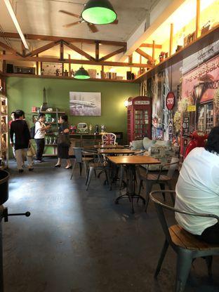 Foto 9 - Interior di Blumchen Coffee oleh Nanakoot