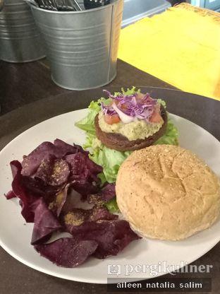 Foto 1 - Makanan di Burgreens Express oleh @NonikJajan