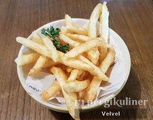 Foto 1 - Makanan(Garlic Fries) di The People's Cafe oleh Velvel