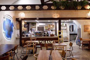 Foto 2 - Interior di Kona Koffie & Eatery oleh yudistira ishak abrar