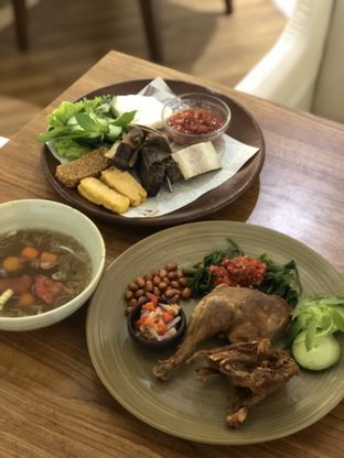 Foto 1 - Makanan(Bebek & Iga) di Sate Khas Senayan oleh feedthecat