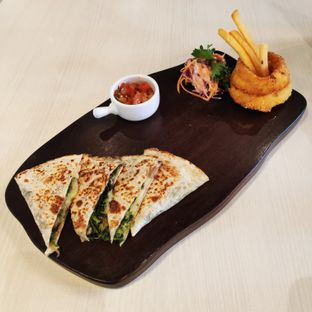 Foto - Makanan(Mushroom Spinach Quesadilla) di Briosse Kitchen & Coffee oleh melisa_10