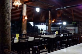 Foto 10 - Interior di Pondok Ikan Bakar Khas Kalimantan oleh yudistira ishak abrar