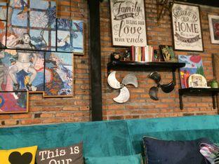 Foto 11 - Interior di Kitiran Resto & Cafe oleh Irine