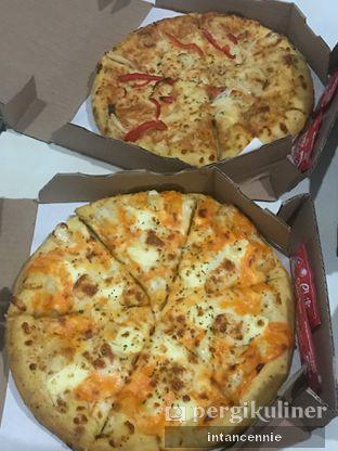 Foto 10 - Makanan di Domino's Pizza oleh bataLKurus
