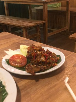 Foto 5 - Makanan(Ayam Sambal Matah) di Gerobak Betawi oleh Oswin Liandow