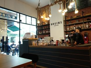 Foto 6 - Interior di Bruins Coffee oleh abigail lin