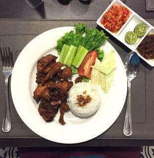 Foto review Soleil Restaurant - Pranaya Suites Hotel oleh Mario Marcello 2