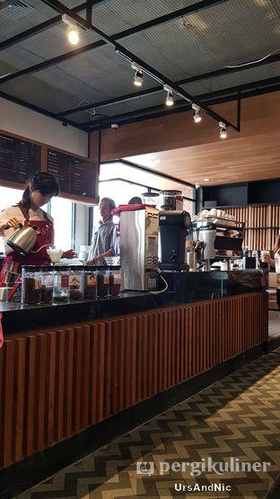 Foto 7 - Interior di Anomali Coffee oleh UrsAndNic