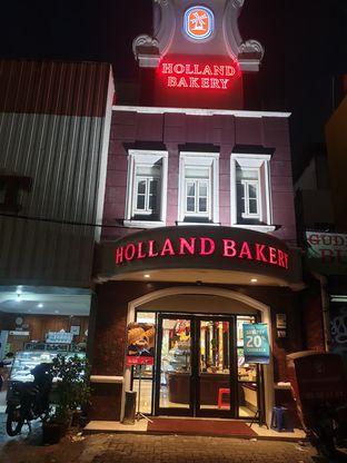 Foto 3 - Eksterior di Holland Bakery oleh Adhy Musaad