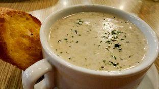 Foto 3 - Makanan(Mushroom Cream Soup) di Pan & Flip oleh Komentator Isenk