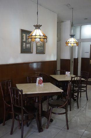 Foto 10 - Interior di Kedai Mie Dago oleh yudistira ishak abrar