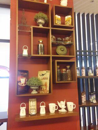 Foto 6 - Interior di Angel In Us Coffee oleh Yuli || IG: @franzeskayuli