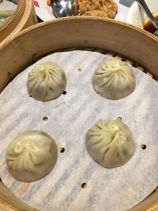 Foto 2 - Makanan(xiao long bao ) di Din Tai Fung Chef's Table oleh Jeljel