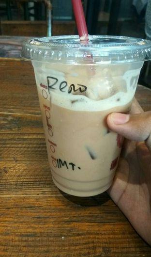 Foto 1 - Makanan(Ice Caramel Latte (IDR 43k) ) di Anomali Coffee oleh Renodaneswara @caesarinodswr