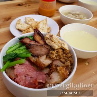 Foto 1 - Makanan(Bakmi Camat Topping Spesial) di Ncek Legenda Noodle Bar oleh JC Wen