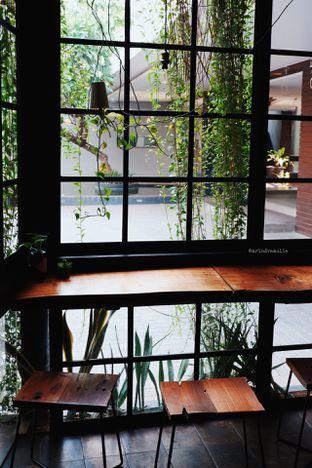 Foto 6 - Interior di Fillmore Coffee oleh Indra Mulia