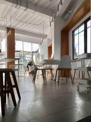 Foto 8 - Interior di Oi Coffee & Eatery oleh Prido ZH