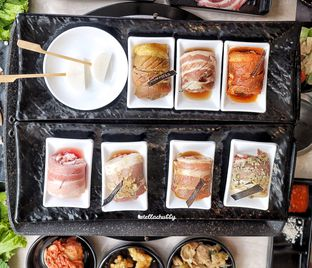 Foto 1 - Makanan(Samgyeopsal) di Flaming Mr Pig oleh Stellachubby