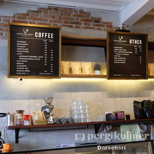 Foto 7 - Interior di Dancing Goat Coffee Co. oleh Darsehsri Handayani