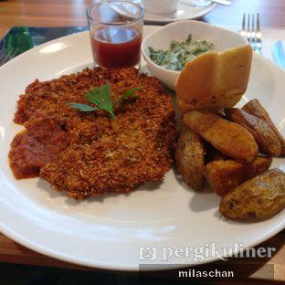 Foto 1 - Makanan(Chicken Parmesan) di B'Steak Grill & Pancake oleh Salim Chan