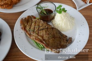 Foto review Intro Jazz Bistro & Cafe oleh Deasy Lim 6