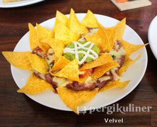 Foto 2 - Makanan(Nachos Fiesta) di Amigos Bar & Cantina oleh Velvel