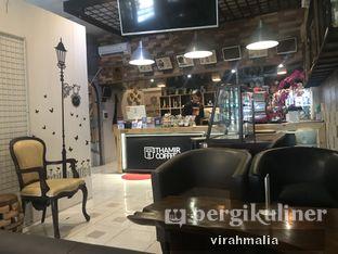 Foto 4 - Interior di Thamir Coffee oleh Delavira
