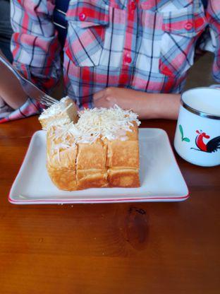 Foto 1 - Makanan(Keju) di Koffie Kedai oleh Adhy Musaad