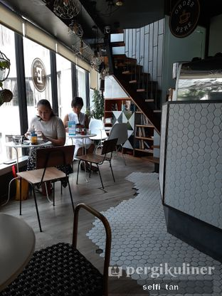 Foto 3 - Interior di Escalator Coffeehouse oleh Selfi Tan