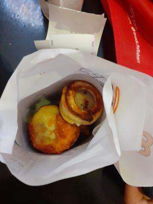 Foto 1 - Makanan(Sausage bites) di Auntie Anne's oleh Threesiana Dheriyani