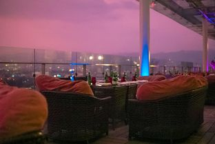 Foto review The 18th Restaurant and Lounge - The Trans Luxury Hotel oleh instagram : kohkuliner 2