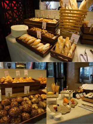 Foto 4 - Makanan(Bread Counter) di Sana Sini Restaurant - Hotel Pullman Thamrin oleh Elvira Sutanto