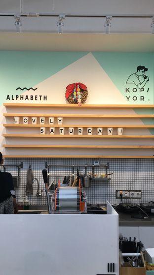 Foto 12 - Interior di Alphabeth oleh Deasy Lim