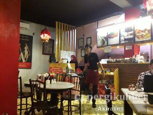 Foto 5 - Interior di Kopi Oey oleh Akiradna @eat.tadakimasu