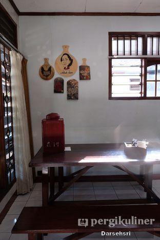 Foto 8 - Interior di Ayam Goreng Bacem Mbok Sum oleh Darsehsri Handayani