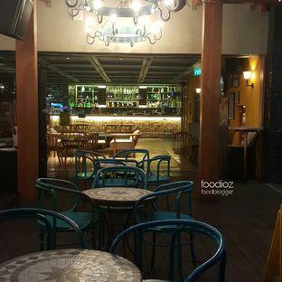 Foto 4 - Interior di Karumba Rooftop Rum Bar oleh IG: FOODIOZ