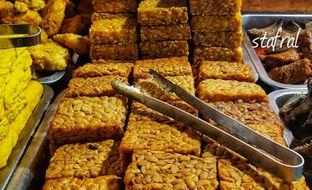 Foto 5 - Makanan(Tempe Goreng) di Warung Nasi Ibu Imas oleh Stanzazone