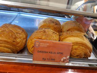 Foto review Holland Bakery oleh Maissy  (@cici.adek.kuliner) 5