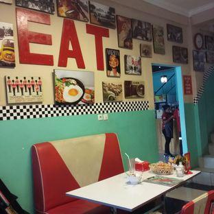 Foto 15 - Interior di Mix Diner & Florist oleh Andin   @meandfood_